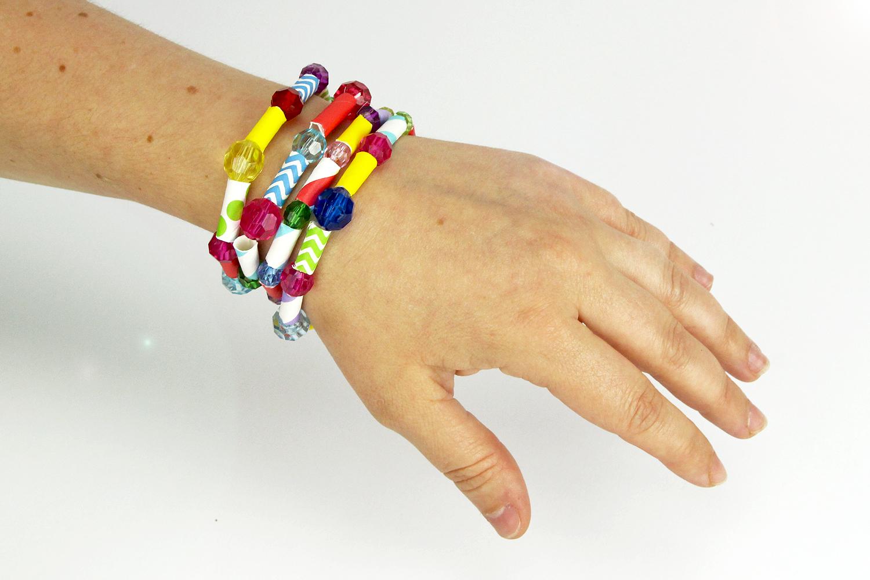 Faire Un Bracelet Avec Des Pailles En Carton Activites Enfantines 10 Doigts