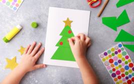 Je fais une carte en gommettes - Activités de Noël - 10doigts.fr