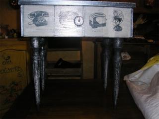 Customisation d'une petite table de nuit - Vernis collage papiers, serviettes - 10doigts.fr