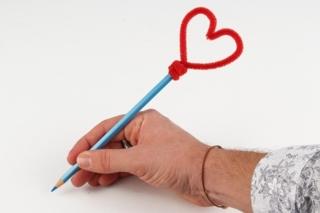 Embout de crayon coeur - Activités enfantines - 10doigts.fr