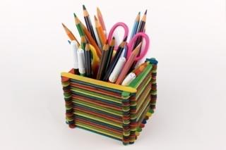 Pot à crayons en bâtonnets - Activités enfantines - 10doigts.fr