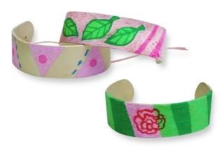 Bracelets avec des bâtonnets de glace - Activités enfantines - 10doigts.fr