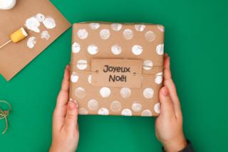Emballage Cadeau aux tampons - Noël - 10doigts.fr