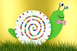 Escargot rigolo avec perles et assiette en carton - Activités enfantines - 10doigts.fr