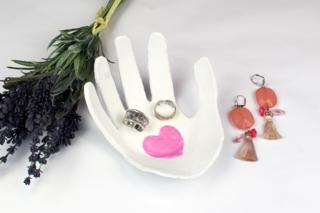"""Vide-poches """"Coeur sur la main"""" - Fête des Mères - 10doigts.fr"""