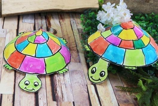 Fabriquer une tortue avec une assiette en carton - Activités enfantines - 10doigts.fr