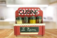 Etagère à epice en bois à monte - Cuisine et vaisselle - 10doigts.fr