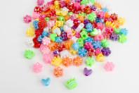 Perles en plastique coloré irisé - Couleurs assorties - Perles enfants - 10doigts.fr