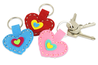 Porte-clés cœurs en feutrine - Set de 6 - Kits Mercerie - 10doigts.fr