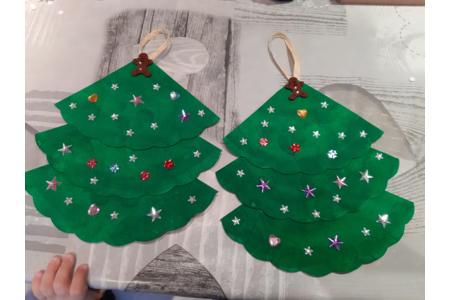 Petits sapins de Noël avec mes choupettes de 3 ans - Créations d'enfant - 10doigts.fr