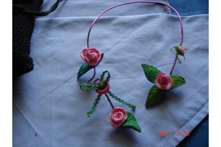 une petite branche de rosier - Perles, bracelets, colliers - 10doigts.fr