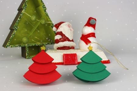 Petits sapins en papier - Noël – 10doigts.fr