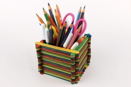 Pot à crayons en bâtonnets - Activités enfantines – 10doigts.fr