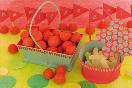 Panier en carton papier mâché avec cordon - Pots, vases, paniers, sacs – 10doigts.fr