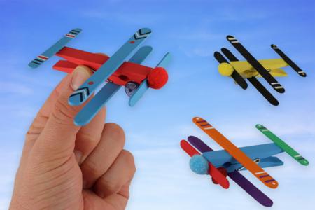 Avions en bâtonnets - Activités enfantines – 10doigts.fr