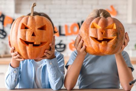 Creuser une citrouille pour Halloween - Activités enfantines – 10doigts.fr
