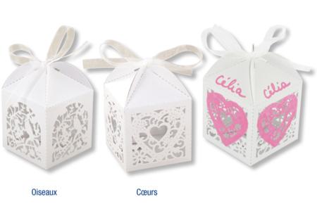 """Boîtes en carte forte blanche irisée pré-pliée, thème """"dentelle"""" oiseaux ou coeurs - Baptêmes, mariages – 10doigts.fr"""