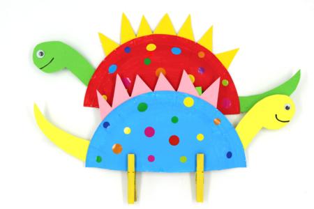 Dinosaure multicolore avec une assiette en carton - Activités enfantines – 10doigts.fr