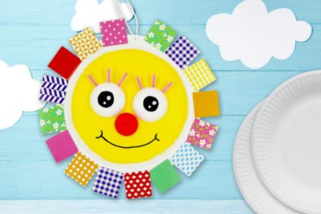 Soleil mignon avec une assiette en carton - Activités enfantines – 10doigts.fr