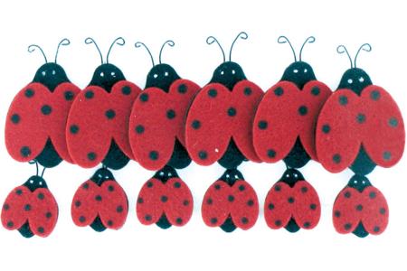 Set de 12 coccinelles en feutre, tailles assorties - Feutrine, feutre, toile de jute – 10doigts.fr