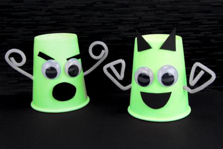 Fantômes phosphorescents avec des gobelets - Halloween – 10doigts.fr