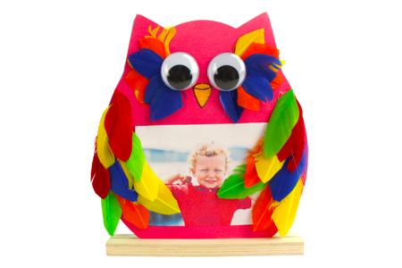 Hibou décoré avec des plumes - Activités enfantines – 10doigts.fr