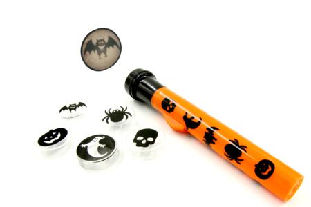 Lampe de poche projection 5 motifs Halloween - Halloween – 10doigts.fr