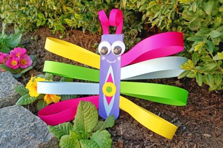 Fabriquer un papillon avec des bandes de papier - Activités enfantines – 10doigts.fr