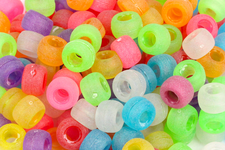 Perles givrées rondes à gros trou - 160 perles - Perles en plastique – 10doigts.fr