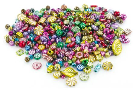 """Set de 300 perles métallisées """"Mardi Gras"""" en plastique, formes et couleurs assorties - Perles en plastique – 10doigts.fr"""