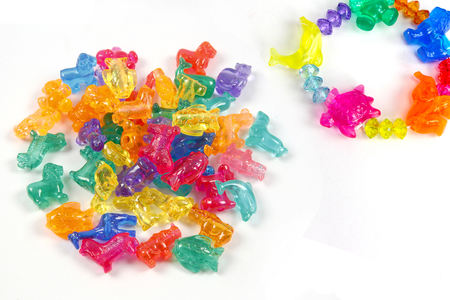 Perles animaux transparents - 30 perles assorties - Perles enfants – 10doigts.fr