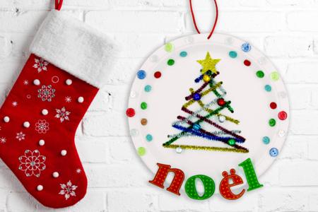 Sapin de noël sur une assiette en carton - Noël – 10doigts.fr