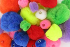Pompons perles, couleurs et tailles assorties