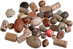 Set d'environ 40 perles artisanales en céramique Troja - Perles en céramique – 10doigts.fr