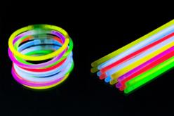 Bracelets fluo lumineux - Set de 100 - Anniversaires – 10doigts.fr
