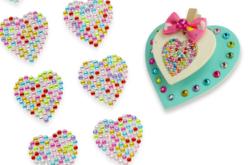 Strass adhesifs en forme de cœur - 24 pièces - Strass autocollants – 10doigts.fr