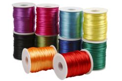 Cordons en satin couleurs vives - 10 bobines de 50 m - Fils en Satin et queue de rat – 10doigts.fr