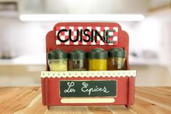 Etagère à epice en bois à monte - Cuisine et vaisselle – 10doigts.fr