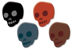 Set de 8 têtes de mort en bois décoré