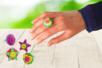 Bagues colorées avec des boutons - Activités enfantines – 10doigts.fr