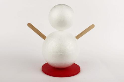 Bonhomme de neige avec seau sur la tête
