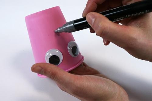 Fabriquer un mobile pieuvre avec un gobelet