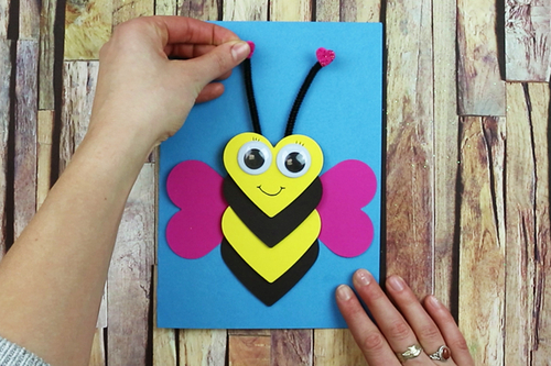 Carte abeille coeurs